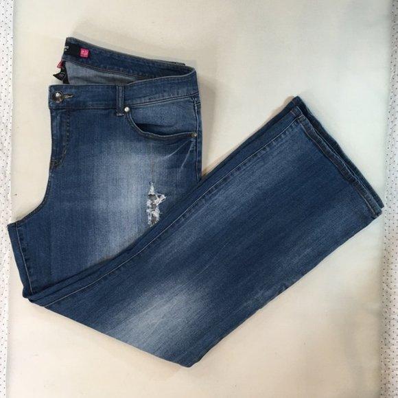 Torrid Women's Blue Jeans Distressed Size 20